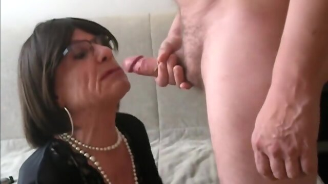 Mature Cd Deep Throating.. mature cd throating